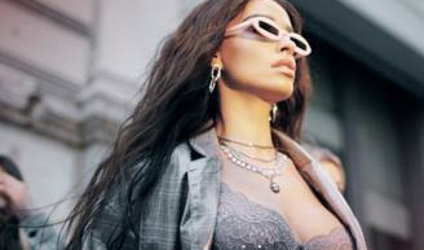 Together we «Triumph»! Μέσα από ένα up-tempo single, που κυκλοφορεί μαζί με music video από την Panik Records, η Ελένη Φουρέιρα στέλνει, με τη φωνή και το δυναμισμό της, ένα ξεχωριστό μήνυμα σε όλες τις γυναίκες.