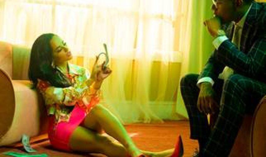 """Η διεθνούς φήμης super star Becky G ξεπέρασε τα 90 εκατομμύρια YouTube views με το music video για το latest single της """"DOLLAR"""", την συνεργασία της με τον rapper/τραγουδοποιό Myke Towers."""
