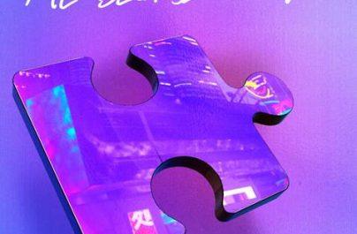 Το pop icon HRVY επιστρέφει δυναμικά με το νέο του single 'Me Because Of You'.