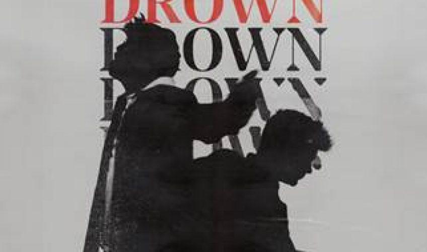 "O Martin Garrix επιστρέφει με το πολυαναμενόμενο νέο του single και αυτή την φορά συνεργάζεται με τον ανερχόμενο τραγουδιστή Clinton Kane. Με την κυκλοφορία του υπέροχου τραγουδιού του, με τίτλο ""Drown"""