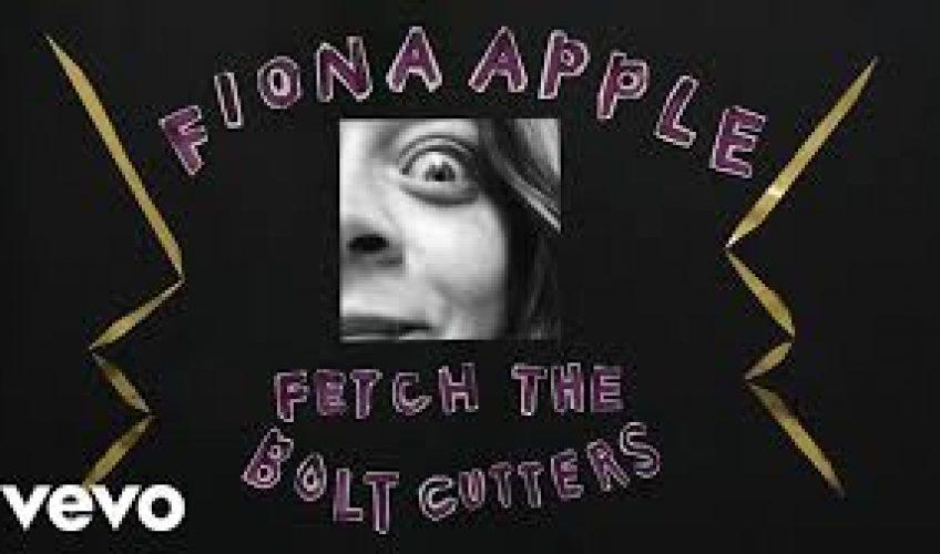"""Η βραβευμένη με Grammy, καταξιωμένη  Fiona Apple κυκλοφορεί το πρώτο της studio album μετά από 8 χρόνια με τίτλο """"Fetch The Bolt Cutters""""."""