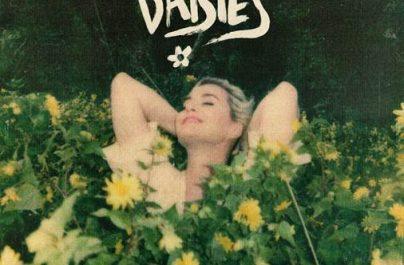 Η δημοφιλής pop star Katy Perry κυκλοφορεί το νέο της single με τίτλο 'Daisies' μαζί με το music video clip του.